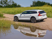 volvov60crosscountryd4awd01