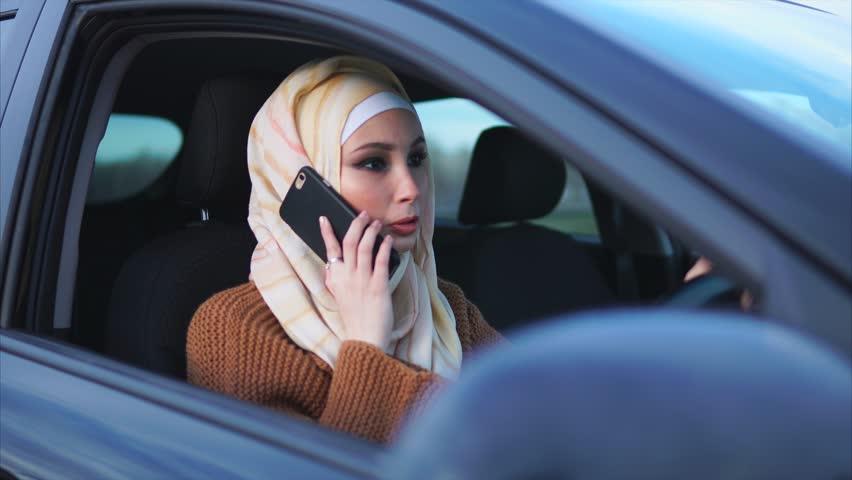 Vezetés közben telefonálók