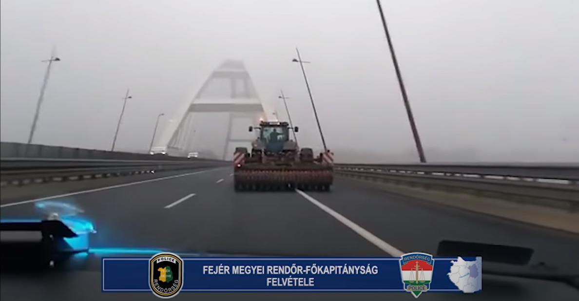 Traktorral az autópályára