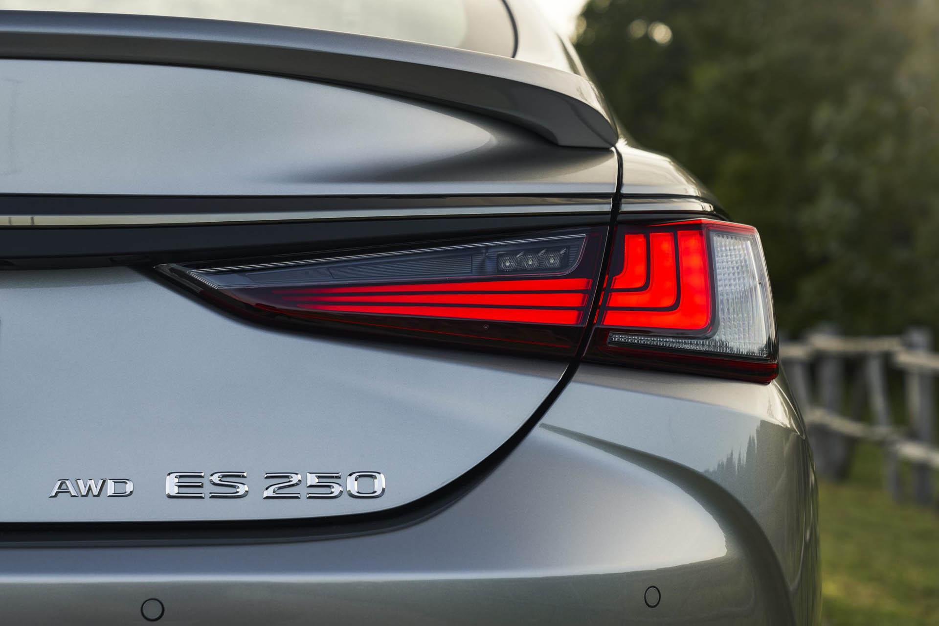 Lexus ES AWD 2021