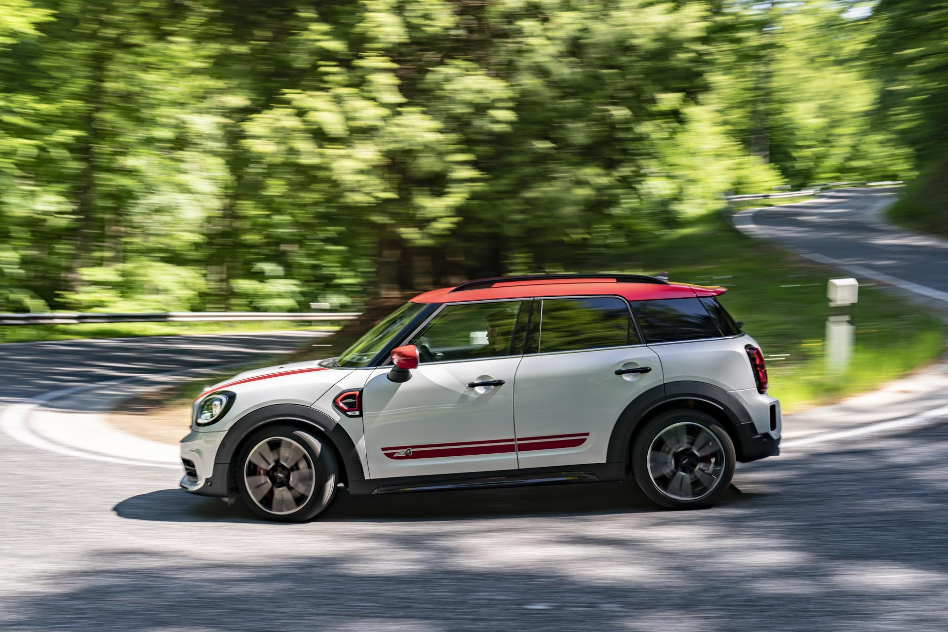 MINI John Cooper Works Countryman2