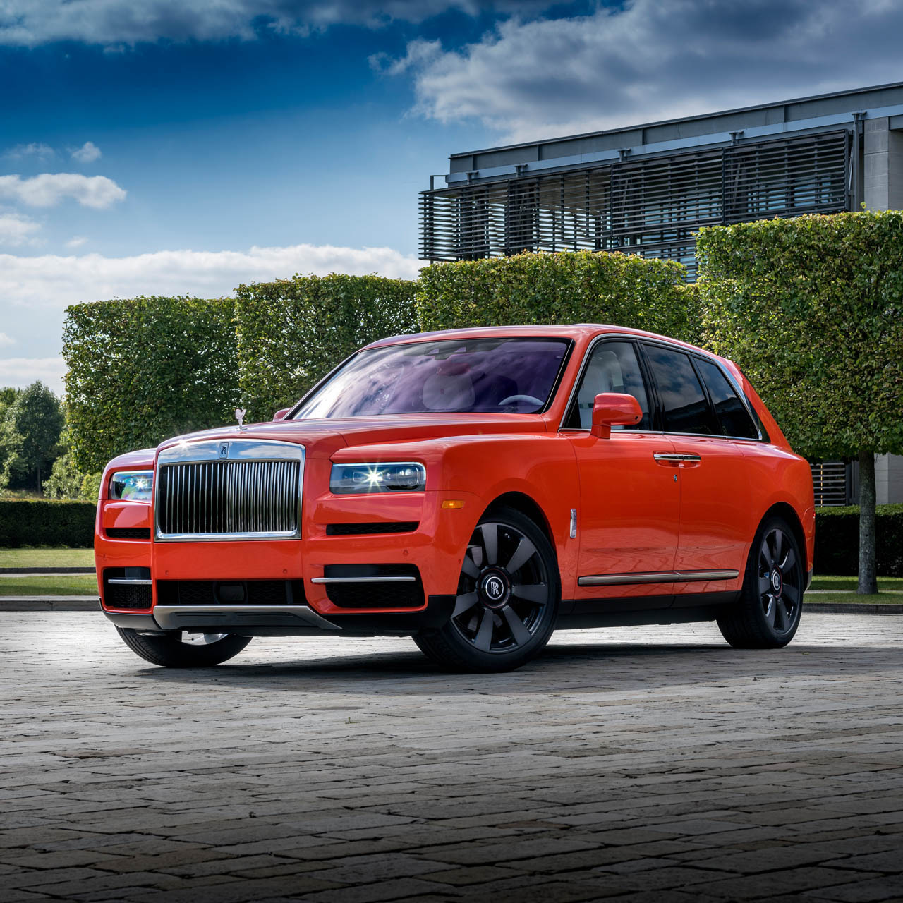 Rolls-Royce Cullinan in Fux Orange