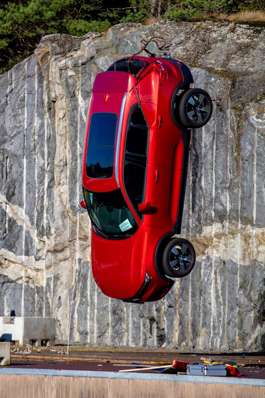 Volvo Cars drops new cars from 30 metres3