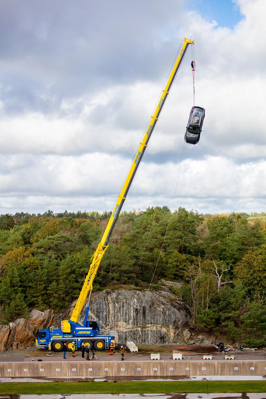 Volvo Cars drops new cars from 30 metres5