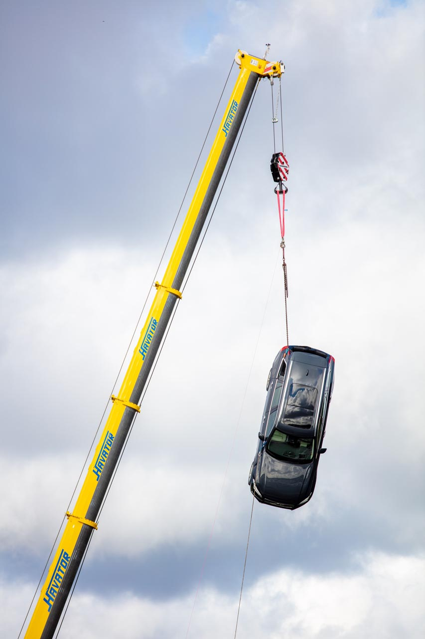 Volvo Cars drops new cars from 30 metres6